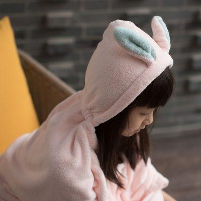CB-動物造型超細纖維披巾-有帽(小白兔粉)3